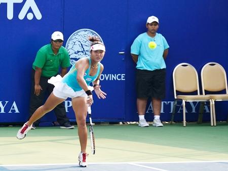 Varunya Wongteanchai serves during the quarter-final doubles match against Irina Buryachok and Valeria Solovyeva.
