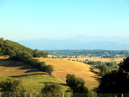 Gers, with the Pyrenees in the background. (Photo: Jean-Noël Lafargue)