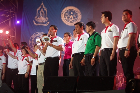 Pattaya mayor Ittipol Kunplome (center) leads the official opening ceremony of the 2013 Pattaya International Music Festival, Friday, March 22.