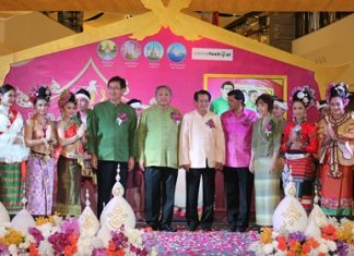 (L to R) Anuwat Phuwaset, president of Lampang Chamber of Commerce; Thawatchai Thierdpaothai, Lampang governor; Suttha Saiwanit, deputy governor of Mae Hong Son; Chaowalit Saeng-Uthai, Chonburi permanent secretary; and Supranee Siriarphanont, Chairman of the Federation of Thai Industries, Lampang Chapter, during the opening ceremony of the Lanna market at Central Festival Pattaya Beach.