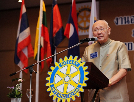 Past Rotary International President Bhichai Rattakul presents his keynote speech.