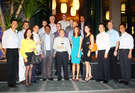A group photo of GMs and guests: Nopporn Kanchanamanee (District Sales Manager of Thai Airways, Pattaya), Richard Margo (RM Amari Orchid Pattaya), Jitmanee Siravithayavanich (Way Hotel), Andre Brulhart (GM Centara Grand Mirage Beach), Stephane Bringer (GM Woodlands Resort), Peter Malhotra (MD Pattaya Mail), Brendan Daly (GM Amari Orchid Pattaya), Rene Pisters (GM Thai Garden Resort), Chatchawal Supachayanont (GM Dusit Thani Pattaya), Austin Robinson (GM Nova Hotel & Spa Pattaya), Danilo Becker (Manager Thai Garden Resort), Philippe Delaloye (GM Cape Dara), Pattamon Mekavarakul (Asst. GM Cape Dara), Tony Malhotra (Asst. MD Pattaya Mail), Alisa Phanthusak (Asst. MD Woodlands Resort), Somkhit Tonsaiphet (The Zign), Holger Kroninger (Sukosol Hotels) and Neoh Kean Boon (RM Dusit Thani Pattaya).