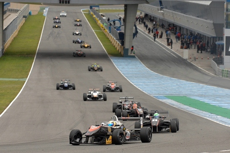Sandy Stuvik heads a fleet of chasing cars as he makes a turn at the top of the straight at the Jerez Circuit in Spain, Saturday, March 2.