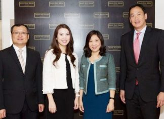(From left to right): Uthai Uthaisangsuk, Senior Executive Vice President for Condominium Business and Project Development, Sansiri PCL, Charinya Youngprapakorn, Associate Director - Head of Marketing Services, CBRE Thailand, Aliwassa Pathnadabutr, Managing Director, CBRE Thailand, and Srettha Thavisin, President, Sansiri Public Company Limited, pose for a photo after inking the new sales contract.