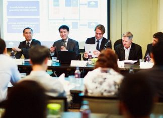 Board director Lionel Lee (2nd left), flanked by chairman Pradit Phataraprasit (far left) and company CEO Hubert R Viriot (center) talks at the press conference to announce Raimon Land's record financial results for 2012.