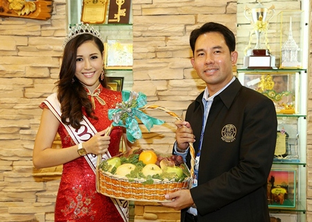 Sripassorn Buangsruang, who was recently crowned Miss Qipao 2013 at the Chinese New Year celebrations, paid a courtesy call on Mayor Itthiphol Kunplome to thank him for all his support of the event and many other cultural activities in Pattaya throughout the year.