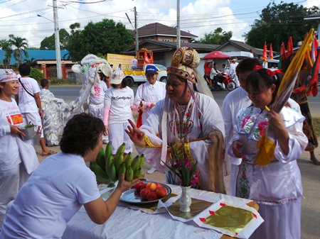 "Folks in Rayong celebrate ""Kuam Im's"" birthday."