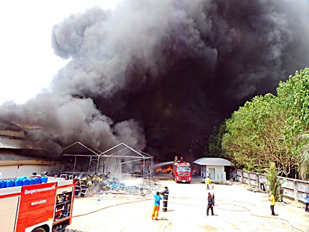 Up to 2,000 people were evacuated from their homes March 29 when the Master Glove Industries Co. plant in Pluakdaeng erupted in a major fire. Fire police, worried that the seven tons of liquid petroleum gas, 600 kg of chlorine and other chemicals on site might explode, evacuated 2 km of the surrounding area.