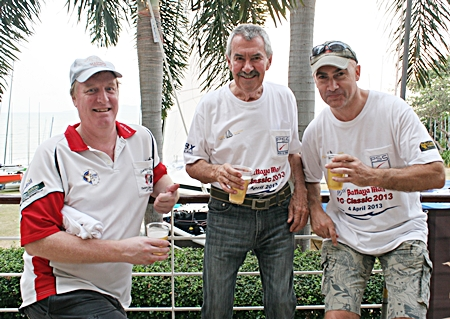 Peter Cummins stands tall with Dan Dorothy, Executive Editor Pattaya Mail (left) and Martin Bilsborrow, Asst. Editor Pattaya Mail (right).