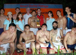 Brendan Daly (3rd left back row), GM of Amari Orchid Pattaya stands proudly with the Thai Barbarians who won the championship trophy having beaten the Thai Legends 12-7 in the recent Amari Orchid Pattaya Chris Kays Rugby Tournament 2013 held at the Horseshoe Point Resort Pattaya.