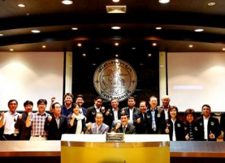 Lee Sung-man, Chairman of Incheon City Council, led 15 members of his city hall team on a visit to Pattaya City Hall recently. They were welcomed by Tawich Chaisawangwong, Chairman of the Pattaya City Council and city management officials. The two chairmen agreed that as sister cities they would maintain cordial relations and cooperate with each other in areas of administration and tourism.