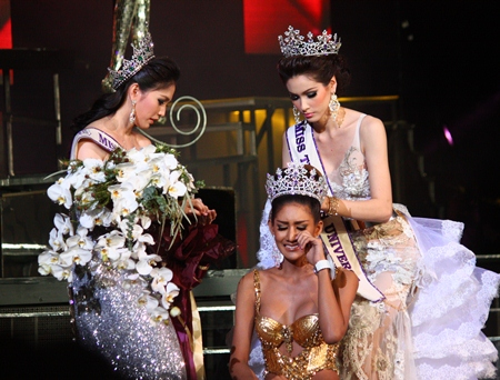 "Sirapassorn 'Sammy' Auttayakorn (left) and Panvilas 'Jele' Mongkol (right) award the Miss Tiffany's Universe 2013 crown to Netnapada ""Neck"" Kalyanon."