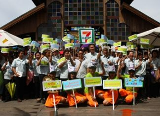 The campaign kicked off May 20 at the Pattaya Floating Market with the Green World Foundation and about 50 7-Eleven employees.
