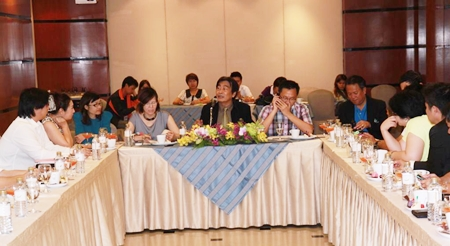 Deputy Mayor Ronakit Ekasingh (center) leads his committee in announcing this year's upcoming Pattaya Grand Sale.