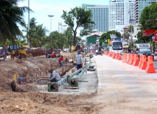 Continuing construction on Beach Road is causing some problems for beach vendors, as tourists are opting to go elsewhere to sunbathe.