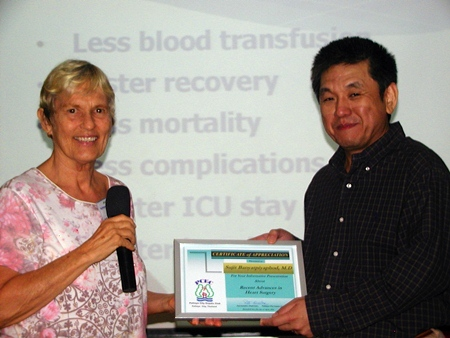 Chair Pat Koester presents Dr Sujit with a Certificate of Appreciation from Pattaya City Expats Club, for his interesting and informative talk.
