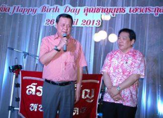 Pol. Lt. Gen. Chat Kuldilok (left), deputy minister of Interior, blesses Chanyuth Hengtrakul on his 60th birthday.