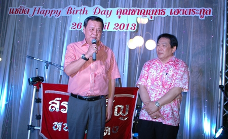Pol. Lt. Gen. Chat Kuldilok (left), deputy minister of Interior, blesses Chanyuth Hengtrakul on his 60th birthday.
