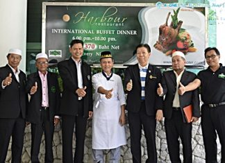Top management and staff of the A-One Royal Cruise Hotel were on hand to welcome the Halal Committee from the Central Islamic Council of Thailand during their seminar at the hotel recently. (l-r) Faruth Safieh, Committee of the Islamic Council of Chonburi; Kasem Jehdaman, Vice President, Committee of the Islamic Council of Chonburi; Dr. Kathawut Lohmuth, Chief Academe of Halal food, Islamic Council of Thailand; Manit Laemitr, Halal Chef at the A-One Royal Cruise Hotel; Somkiet Rattanaopath, Managing Director, A-One Royal Cruise Hotel; Suwat Koobkrabi, Committee of the Central Islamic Council of Thailand; and Nanthawuthi Supanatpanitchareon, Chief Administrator and Secretary of the Islamic Council of Chonburi.