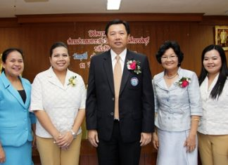 An Internship Programme MOU signing ceremony between the Centara Grand Mirage Beach Resort Pattaya and the Chonburi Vocational College was held recently whereby the two parties agreed to work together in the areas of education with an internship program for 2013. Wittaya Kunplome (centre), President of the Provincial Administrative Organization of Chonburi presided over the event. Dr. Juree Tapvong (2nd right), Director of Chonburi Vocational College. Daranat Nuchaikaew and Wilasinee Laohanan represented the college, while Daranat Nuchaikaew, Director of Human Resources and Atcharaporn Namdee, Training Manager represented the Centara Grand Mirage Beach Resort Pattaya.