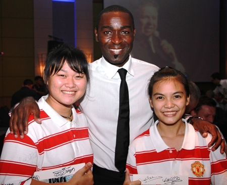 Andy Cole poses with 2 happy young United fans from the Mechai Pattana School.