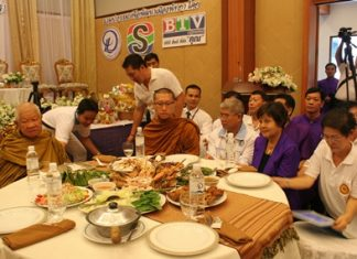 Sopin Thappajug, MD of Diana Group, and her staff and friends present lunch to Luangphor Viriyang Sirintharo and his followers.
