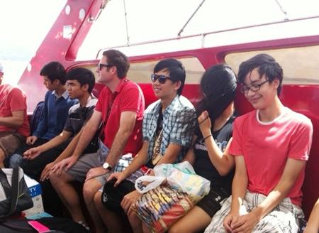 Year 10 students prepare to land on Koh Samet.