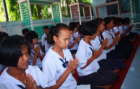 Students from Pattaya School No. 5 take part in religious ceremonies during the 62nd anniversary celebrations for their school.
