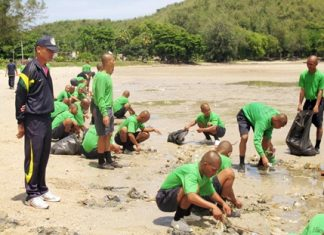 Sailors join up with hundreds of students and other sailors (not shown) to clean Dongtan Beach.