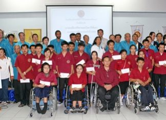 Mayor Itthiphol Kunplome and Rotarians pose for a commemorative photo with the Redemptorist Vocational School students who received scholarships.