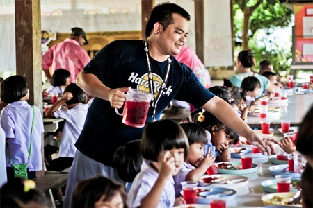 Hard Rock employees provided lunch for 350 children at the Ban Huay Yai School.