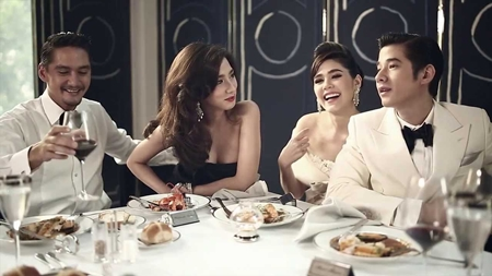 'Aum' Patcharapa Chaichue, 'Chompoo' Araya A. Hargate, Ananda Everingham and Mario Maurer star in PACE's television and Youtube ad for the MahaSamutr project.