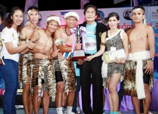 Deputy Mayor Ronakit Ekasingh (3rd right) congratulates the Centara Grand Mirage Beach Resort team, led by Public Relations Manager Usa Pookpant (left), for winning the HRH Princess Soamsawalee Trophy for teams at the 1st Charity Fun-Run on Pattaya Beach 2013. The event was organized by YWCA Bangkok-Pattaya Center and Pattaya City Hall in support of a campaign to end abuse of woman and children.