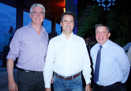 (L to R) Amari Orchid Pattaya's GM Brendan Daly and Resident Manager Richard Margo, with Paul Strachan.