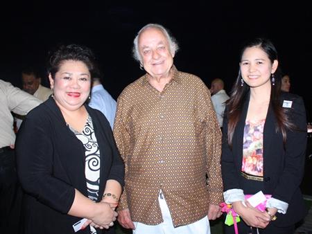 (L to R) Juthaporn 'Judy' Huyakorn, Ferenc Fricsay and Bangkok Hospital Pattaya's Janya Rattanaliam.