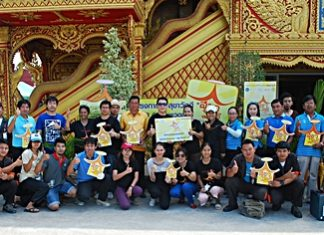 Saran Tantijamnaj, director of Central Pattana Co. Ltd., poses for a group photo with employees and representatives from PWA Pattaya after renovating toilets and beautifying landscapes at Huay Yai Temple.