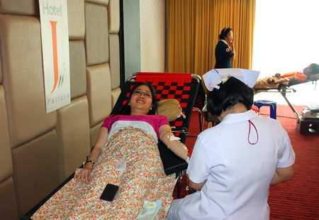 Yuwathida Jeerapat joins the fun and donates blood at J Hotel.