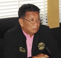 Councilman Praiwan Arromchuen chairs the July 16 sub-committee meeting to gain budgetary approval for 9 health insurance projects, 8 of which were approved.