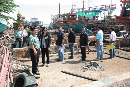 Deputy Mayor Verawat Khakhay (front left) leads city officials to inspect Naklua's Soi Kanrua boatyard district with the intent of stopping flooding there.