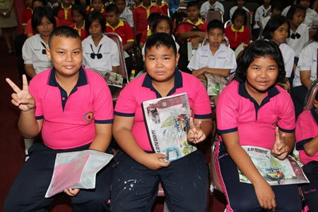 Students from Pattaya schools listen to a lecture about proper foods for different age groups and the role of nutrition in developing the physique for sports and exercise.