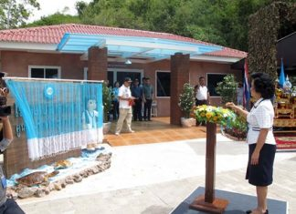 Pornjit Rungrerngrom, president of Navy Wives Association, presses the button to officially open the Navy's new Sea Turtle Hospital in Sattahip.