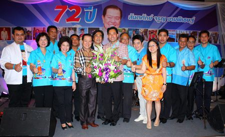 Mayor Itthiphol Kunplome leads Pattaya administrators and members of Pattaya's city council to present a bouquet of flowers to congratulate Santsak Ngampichet on his 72nd birthday.
