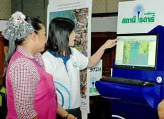 A GISTDA officials explains how to read data from the coastal radar-based weather monitoring station being installed on the Pratamnak Hill coastline.