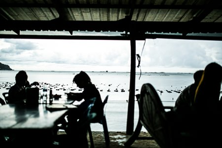 The restaurant Mongkol Farm offers diners an unobstructed view of the sea.