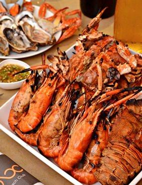 Seafood BBQ buffet at Beach Club Restaurant.