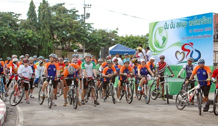 Participants prepare for the ride at the starting line in front of  Pattaya City Hall.