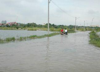 More rain, more flooding in the Soi Wat Boon neighborhood.