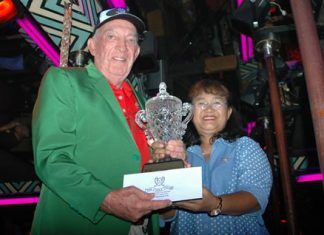 This year's TQ Masters champion, Richard Manthorne (left), receives the Division A trophy from Mamasan Ead.