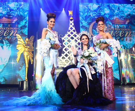 (L to R) Second runner-up Netnapada Kanlayanon, Miss International Queen 2013 Marcelo Ohio, and First runner-up Shantell D'Marco.