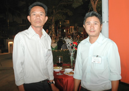 (L to R) Manop Likuljoy, General Manager of Albatross Logistics Co., Ltd.; and Sa-ard Khammon from Albatross Logistics Co., Ltd.